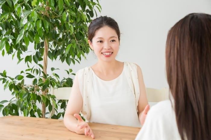 ⑦相談サービス|コミュニケーションが得意な女性にオススメの副業