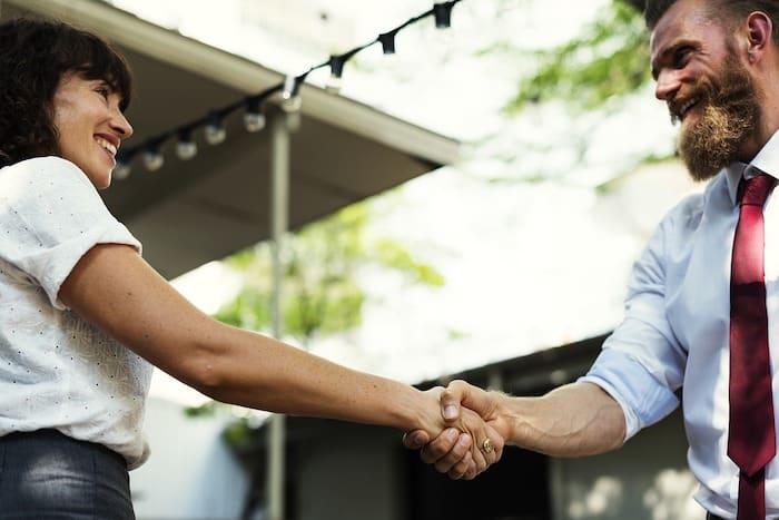 ③転職支援|人事職のOL、交友関係が広い社交的な女性向きの副業