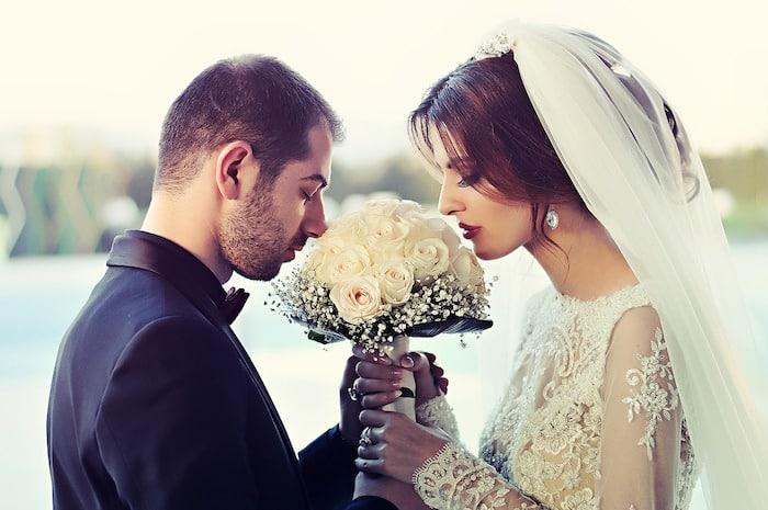 結婚式司会を副業に選ぶデメリットは?結婚式司会を副業に選ぶデメリットは?