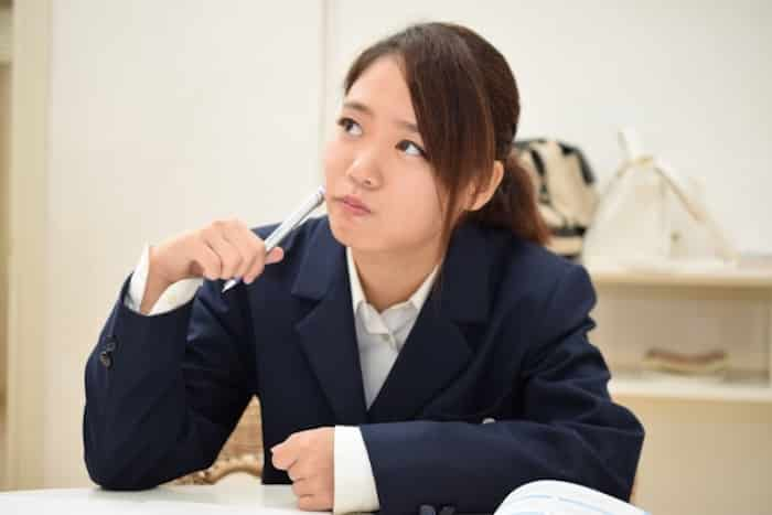 【副業】宿題代行で稼ぐ方法は|特徴・評判・メリット・デメリット